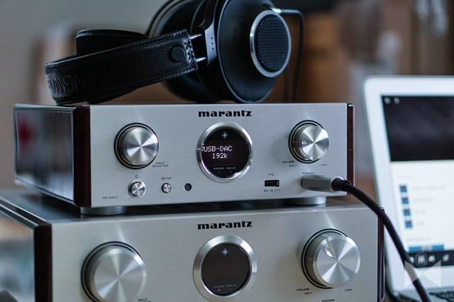 Marantz-HD-DAC1 Digital-Analog-Konverter und Headphone-Amp zusammen mit dem Stereo-Verstärker Marantz HD-AMP1