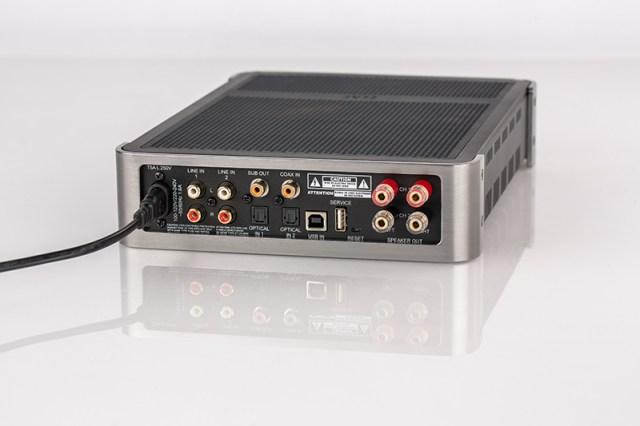 Elac EA101EQ-G Anschlüsse auf der Rückseite des Stereo-Verstärkers