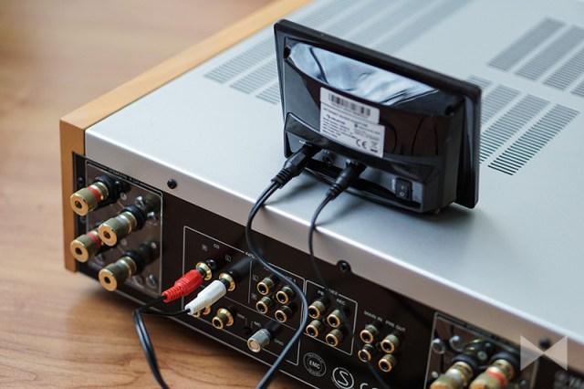 Auna iAdapt 240 an einem Stereo-Verstärker mit Klinke-Cinch-Kabel