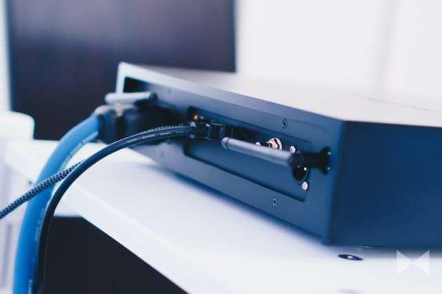 Auralic Aries G2 Anschlüsse mit Lightning Link, USB, AES/EBU, Koax und TOSLINK