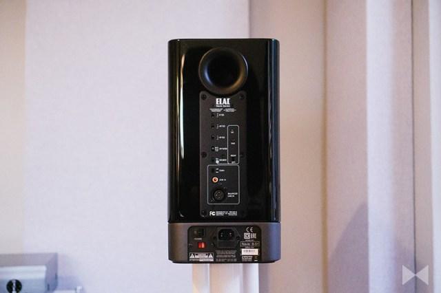 Elac Navis B51 Lautsprecher-Rückseite mit Bassreflex-Öffnung