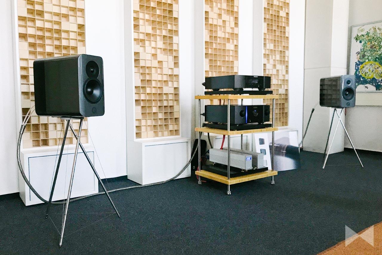 Q Acoustics Concept 300 mit Tensegrity Standfuß