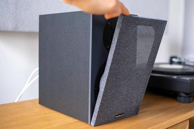 magnetisch haftende Stoffblende am Nubert Lautsprecher