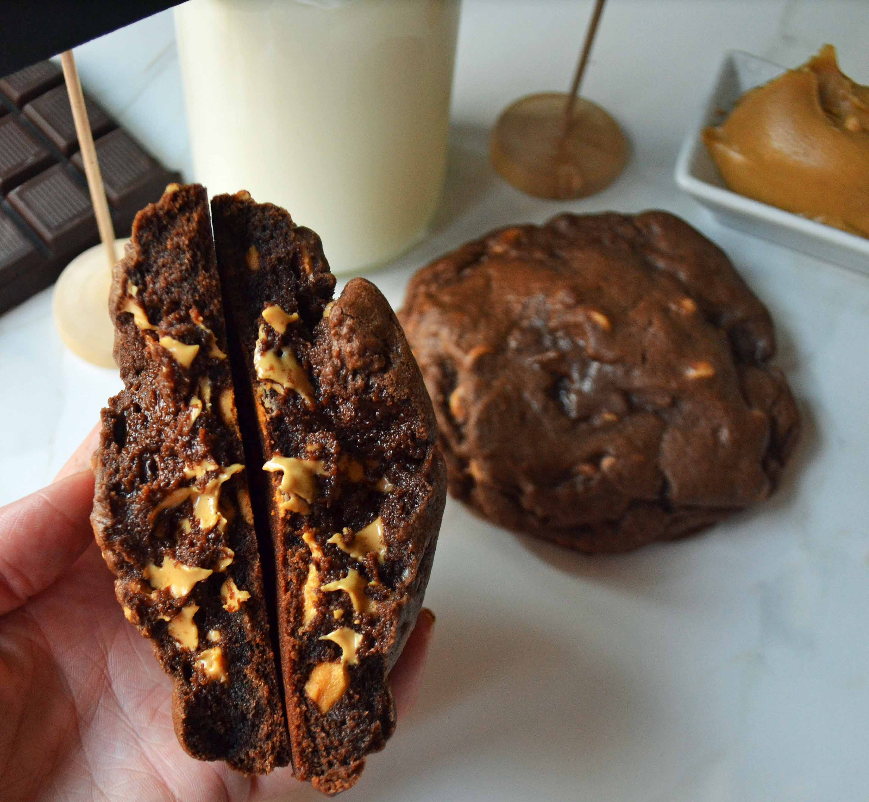 Levain Bakery Dark Chocolate Peanut Butter Chip Cookies by Modern Honey l www.modernhoney.com