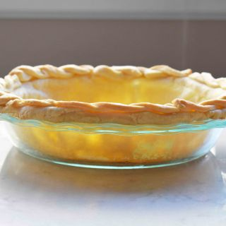 All Butter Flaky Pie Crust. Tips and tricks to make foolproof perfect pie crust every single time. www.modernhoney.com