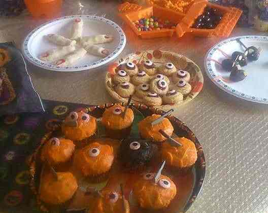 how to throw a halloween party for kids