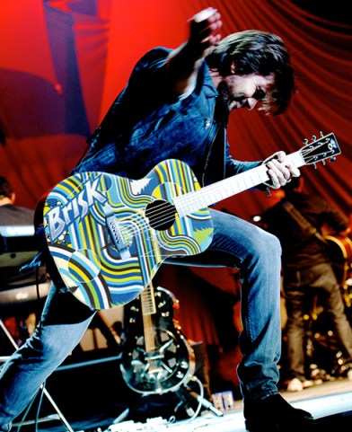 Juanes, Loud & Unplugged 2013 Tour with Brisk Iced Tea