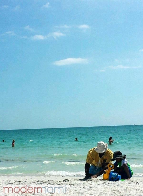 Holiday Family Travel, Sunny Escape