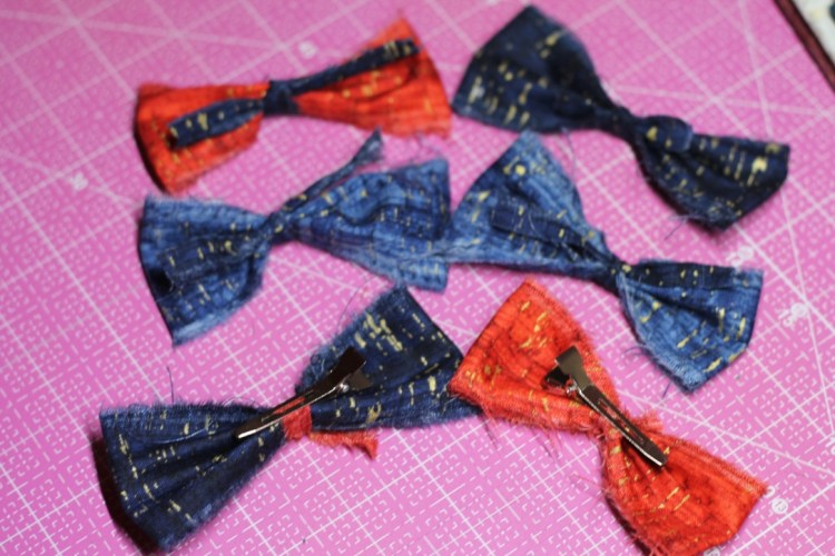 bows in fabric with clip