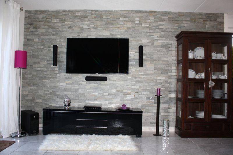 steinwand wohnzimmer beige dekor 2017 | designmore - Wohnzimmer Steinwand Grau