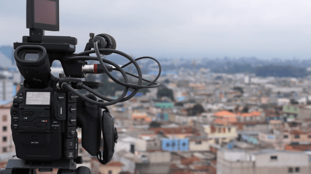 DOCUMENTARY VERSUS REPORTAGE: Constructing a Drama