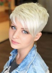cute pixie haircuts short blonde