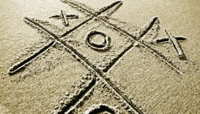 tic tac toe in the sand