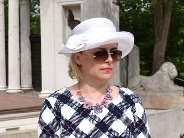 Modna Lizet w parku
