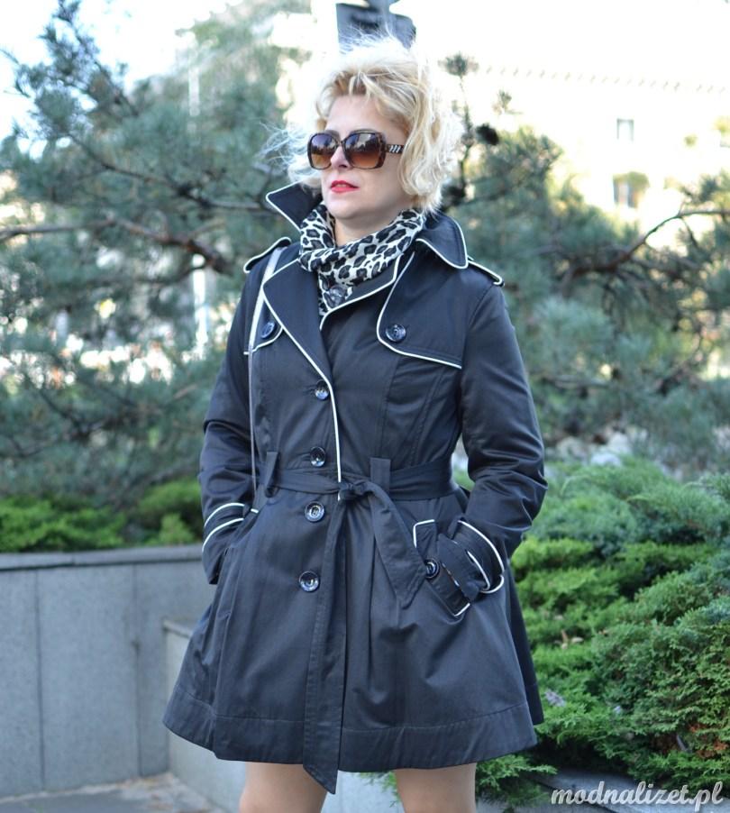 Elegancki ciemny płaszcz Modna Lizet