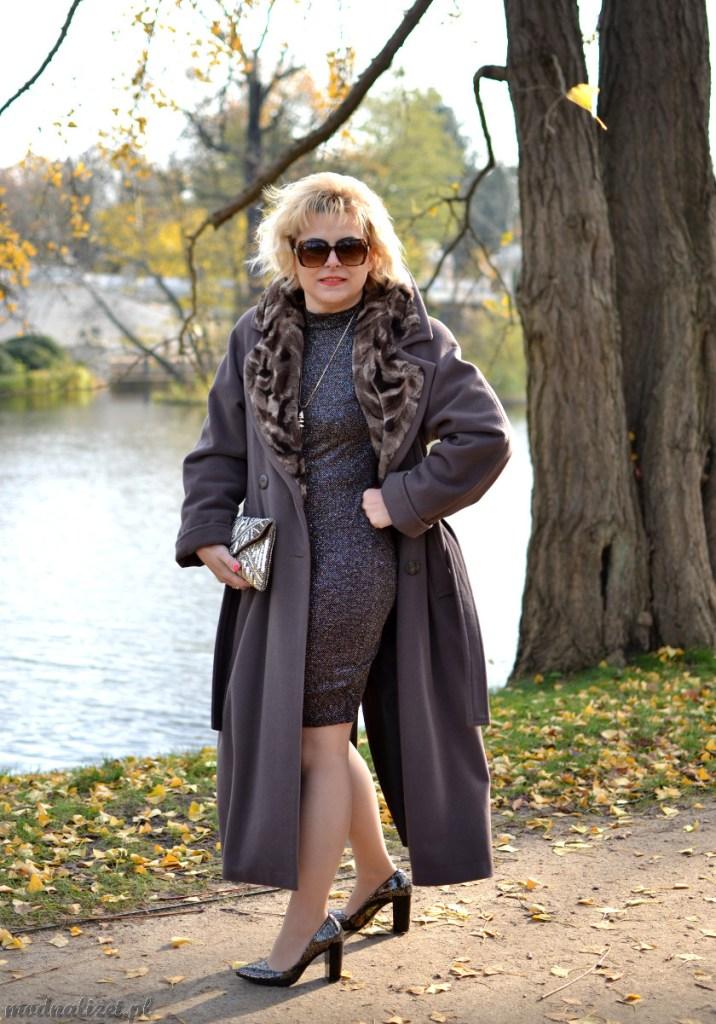 Jesienny płaszcz i seksowna sukienka