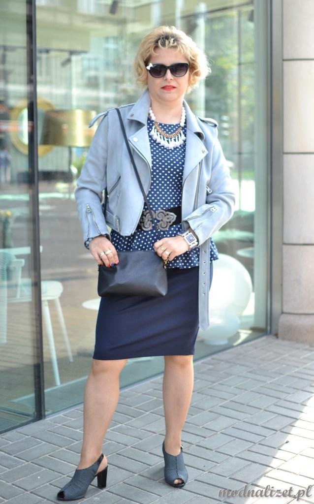 Niebieska ramoneska i bluzka w kropeczki