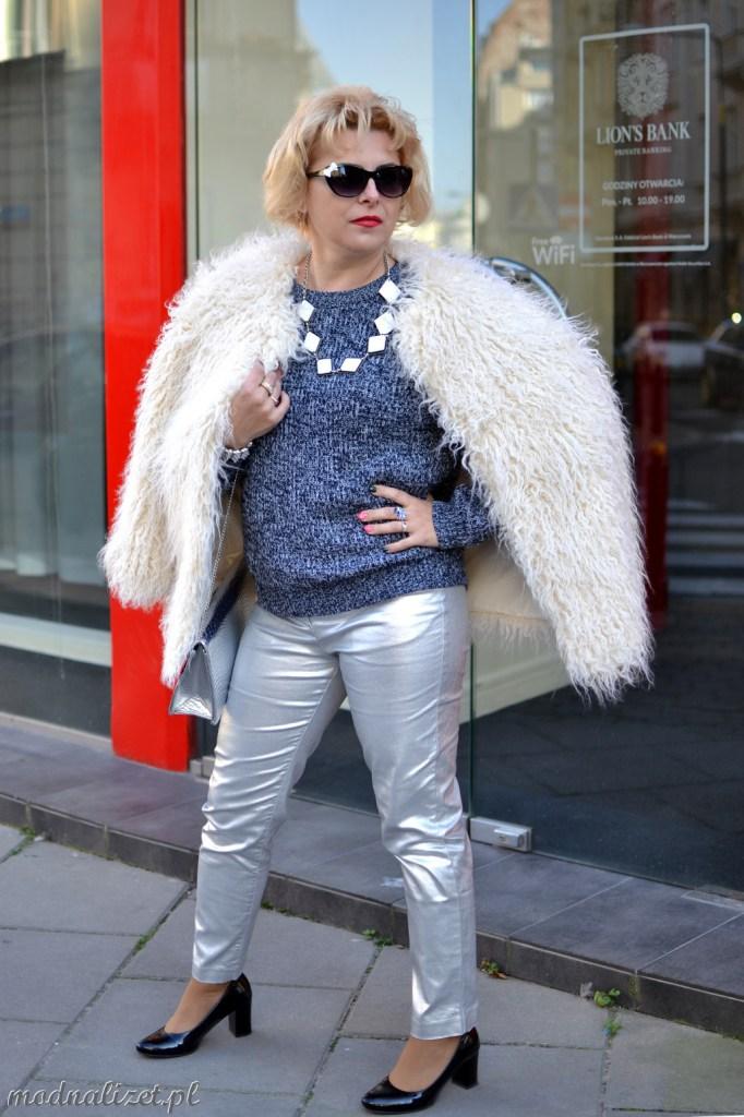Srebrne spodnie i białe futerko Modna Lizet