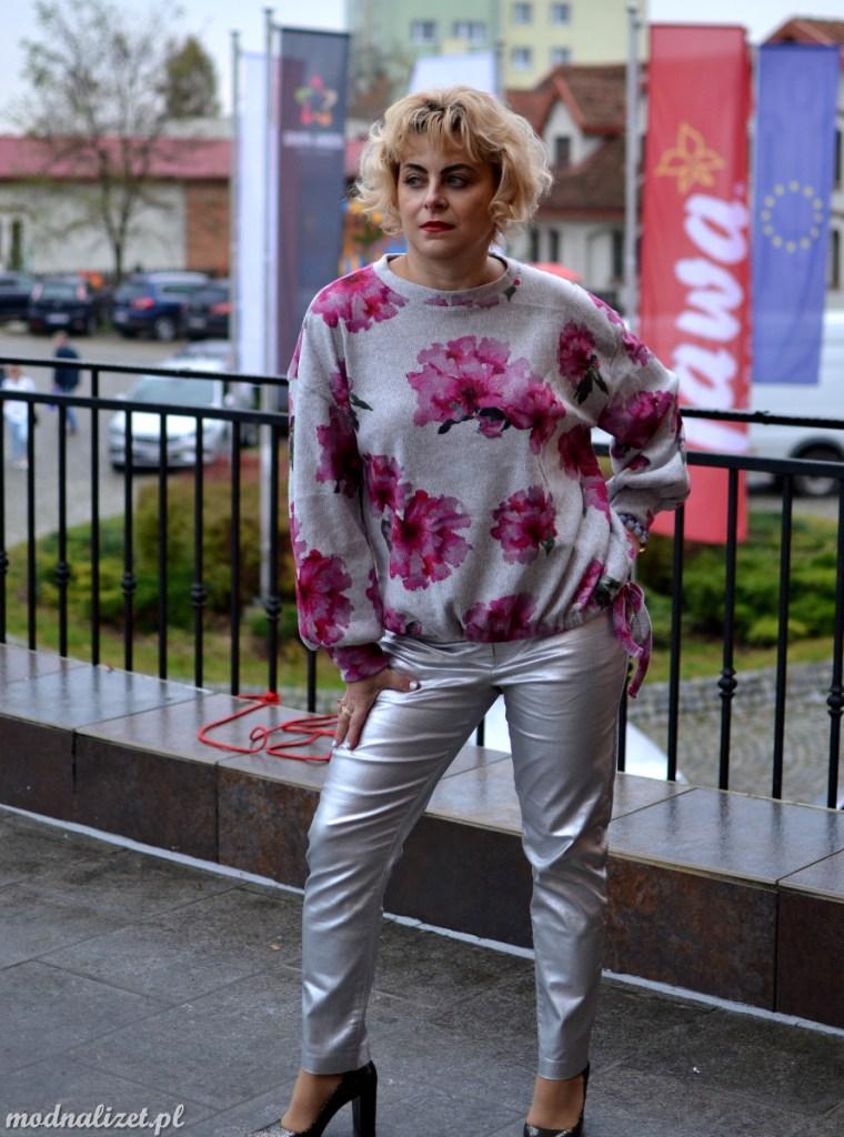 Srebrne spodnie i kolory szarości