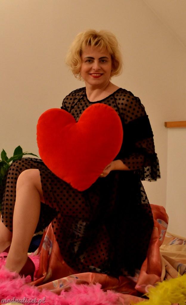 Czerwone serce i zwiewne falbanki
