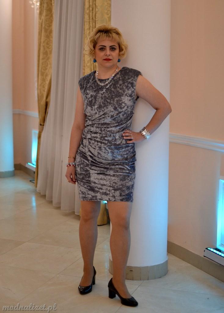 Modna Lizet w wizytowej sukience