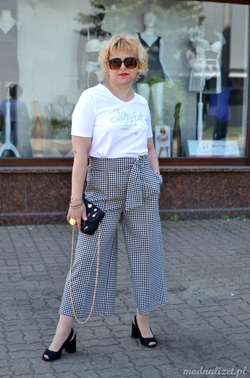 Spodnie w kratkęi bluzka