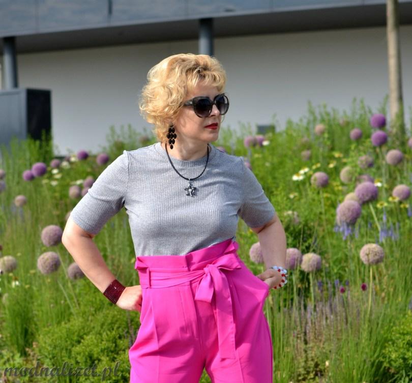 Różowe wiązane spodnie