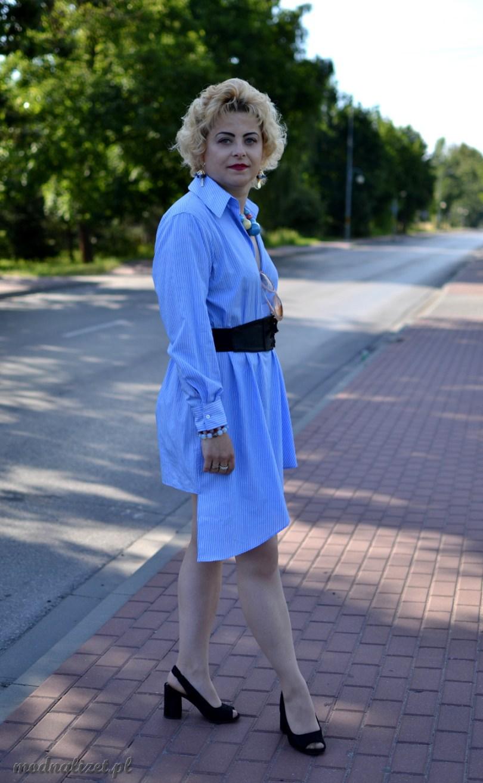 Modna sukienka w błękicie