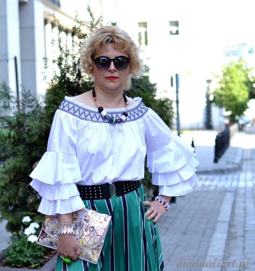 Bluzka biała i zielona spódnica