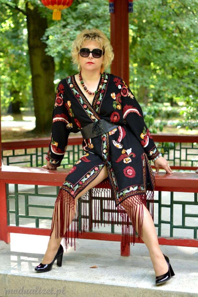 Kimono haftowane z frędzlami