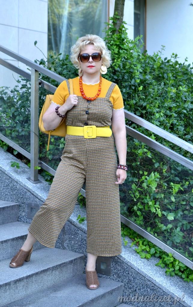 Brązowe spodnie na szelki