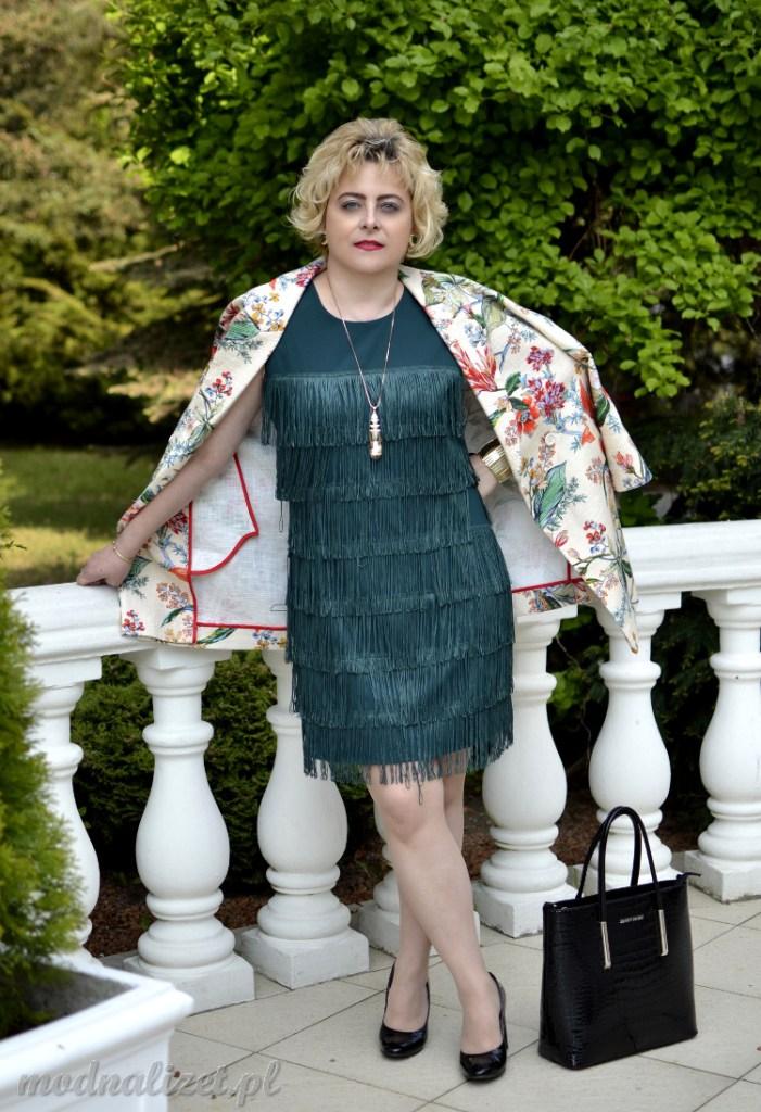 Sukienka z frędzlami w stylu retro