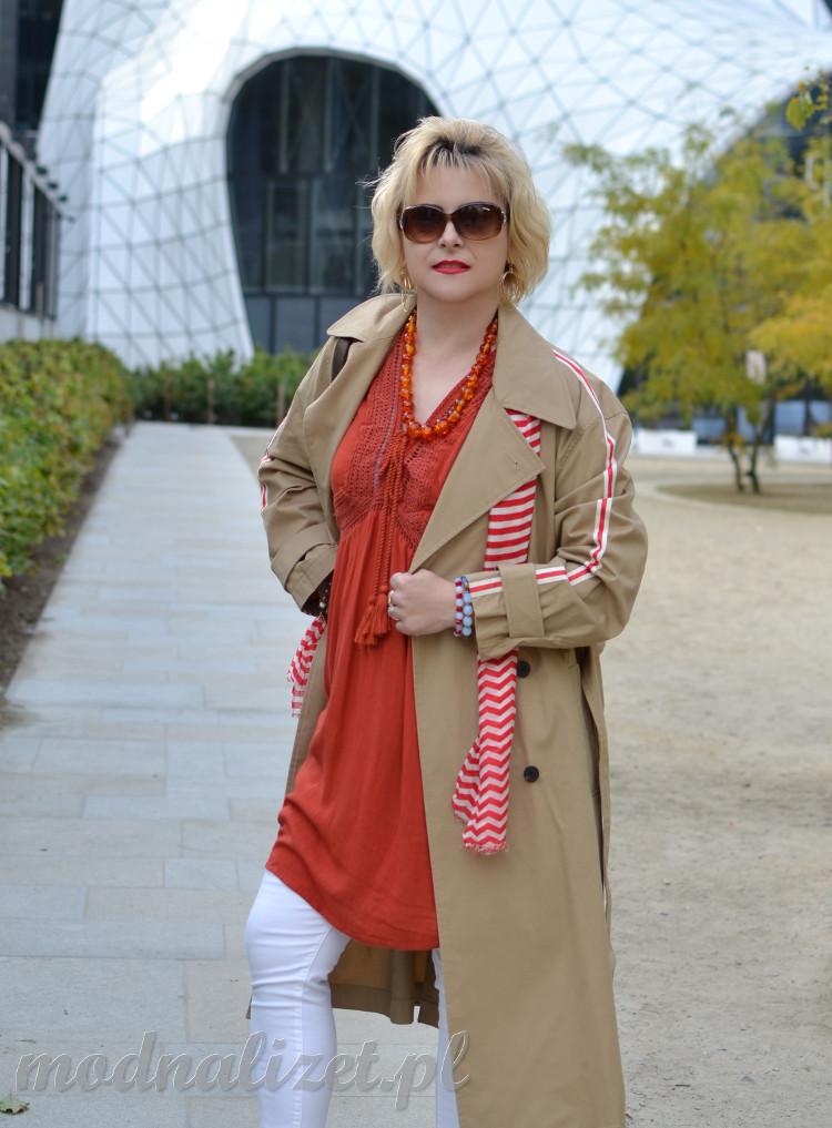 Wiosenny elegancki płaszcz