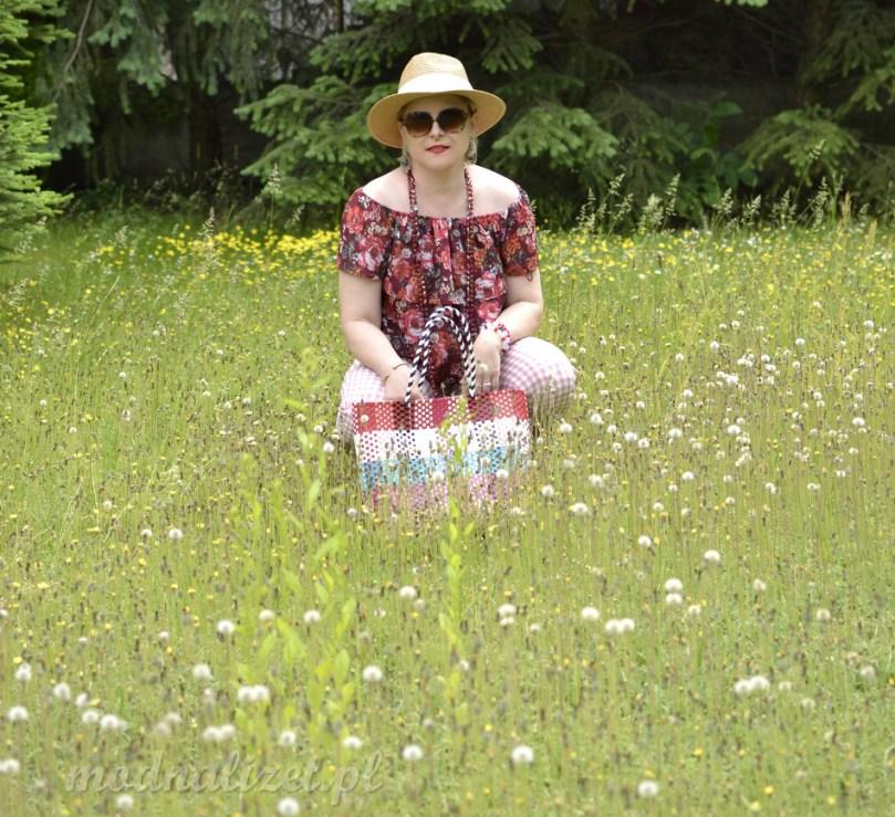 Letni słomkowy kapelusz