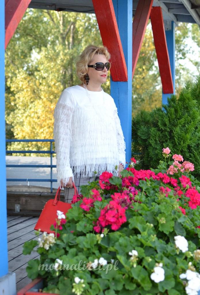 Elegancka biała bluzka