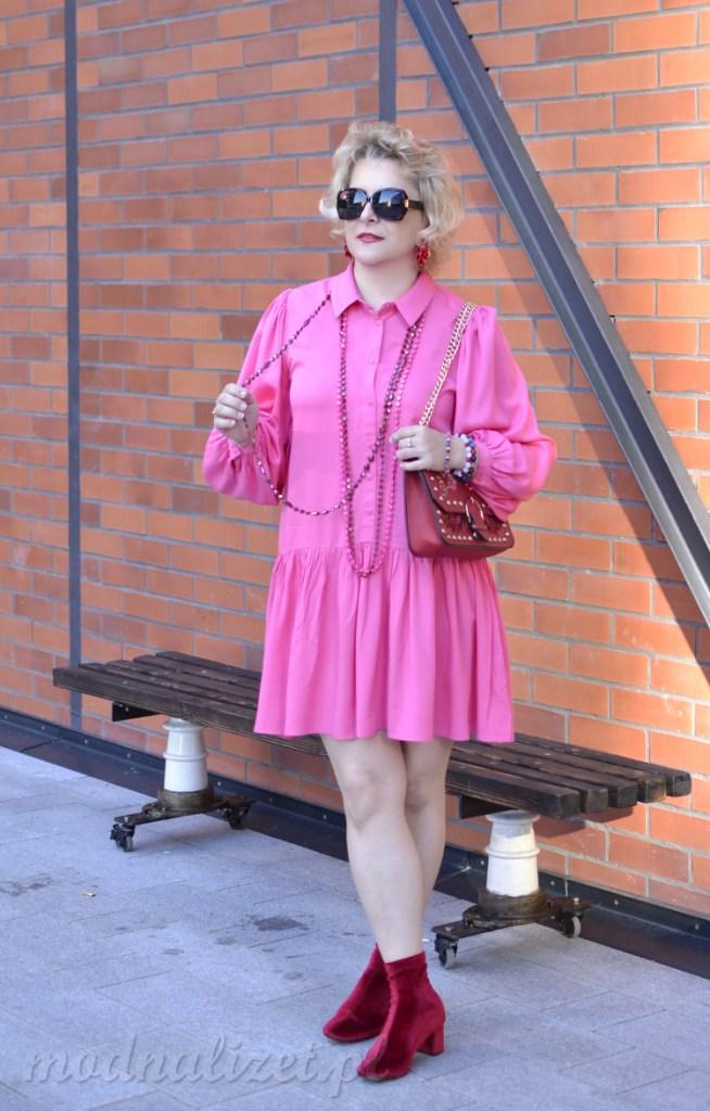 Modna różowa sukienka