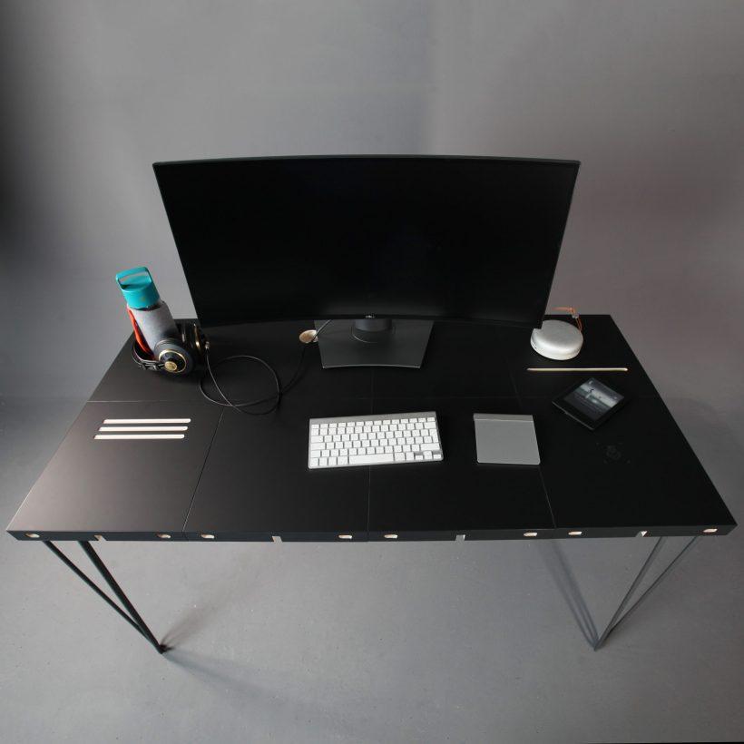 Modular modularni radni stol u crnom nanomaterijalu slikan iz ptičje perspektive