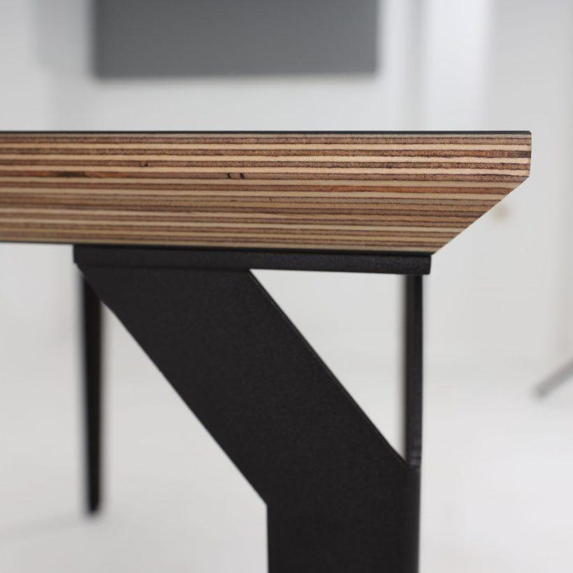 Prikaz detalja ruba radnog stola Conform Desk