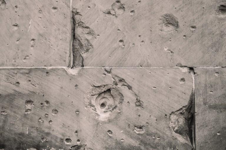 betonski zid u industrijskoj kuhinji