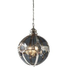Lampe: Ausdrucksstarke Leuchtkraft Kommt wahre Schönheit nun von innen oder von außen? Die Hängelampe Duster versteht diese Thematik als einheitliche Herausforderung und begegnet ihr daher mit einem rundum gelungenen Design. Der gläserne Hohlkörper ist von Metallstegen eingeschlossen und bewahrt sich dank reichlich durchsichtiger Oberfläche eine ästhetisch faszinierende Leichtigkeit. Die Lampe beleuchtet nicht nur einfach die Umgebung – sie erzeugt spannende Effekte