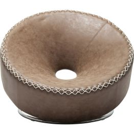 Sessel: Mit Essen spielt man nicht Der gepolsterte Sessel mit trichterförmiger Sitzfläche und Aussparung in der Mitte harmoniert mit kontrastvollen Nähten in Weiß und seinem Gestell in Chrom-Optik. Das originelle Vintage-Design lädt in schräger Position zum Komforterlebnis ein.