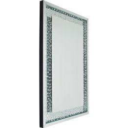 Spiegel: Touched by the Rain Jeder Regen zaubert ein faszinierendes Tropfenmuster an Fensterscheiben. Das bot Inspiration für das Design dieses Spiegels. Wie von Regentropfen berührt umgibt ein Rahmen mit Tropfenmuster die rechteckige Spiegelfläche. Und so wirkt alles