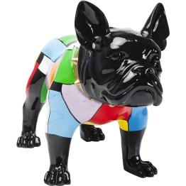 Das ist er also: der bunte Hund! Mit Ernst und Würde trägt die schwarze Bulldogge ihren farbenfrohen Jumpsuit und bringt dennoch gute Laune ins Haus. Ihr Lieblingsplatz - im Eingangsbereich