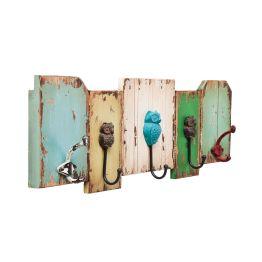 Garderobe: Eulen Trio Drei kleine Eulen sitzen auf einer Garderobe und machen aus einem gewöhnlichen Gebrauchsgegenstand ein charmantes Objekt! Die Garderobenleiste Owl ist aus fünf Tafeln in unterschiedlicher Form und Farbe gefertigt