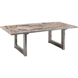 Perfekt unperfekt. Die Tischplatte aus recyceltem Massivholz erinnert an ein geometrisches Puzzle