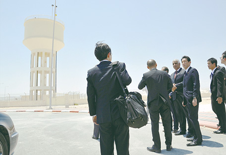 パレスチナのジェリコ農産加工団地(JAIP)を視察する岸田文雄外務大臣