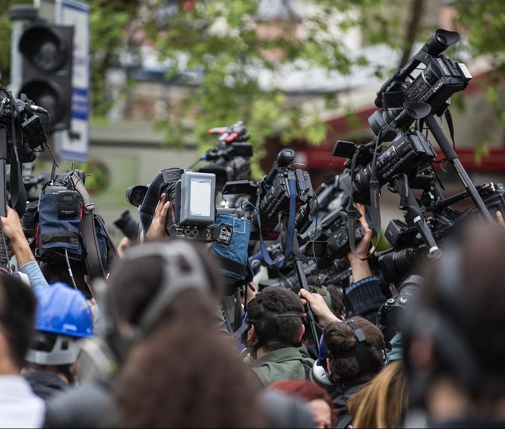تسهيل مهام صحفي