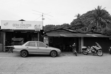 Where I parked my bike. Right at the edge of Pekan Kerling. Had a quick coffee at Gerai Zainuddin and then proceeded to shoot some photo of the town.