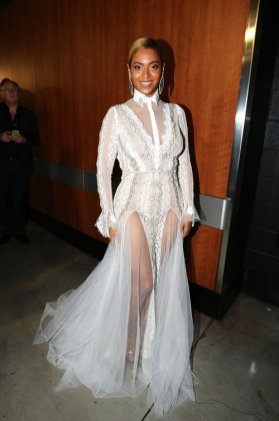 Beyonce-backstage-during-2016-grammy-billboard-1000 (1)