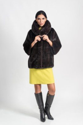 Dark brown mink coat (natural color), Malimo; dress, Marc Cain, boots, Baldinini.